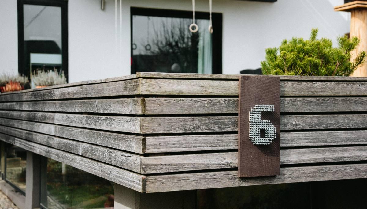 Hišna številka iz vijakov