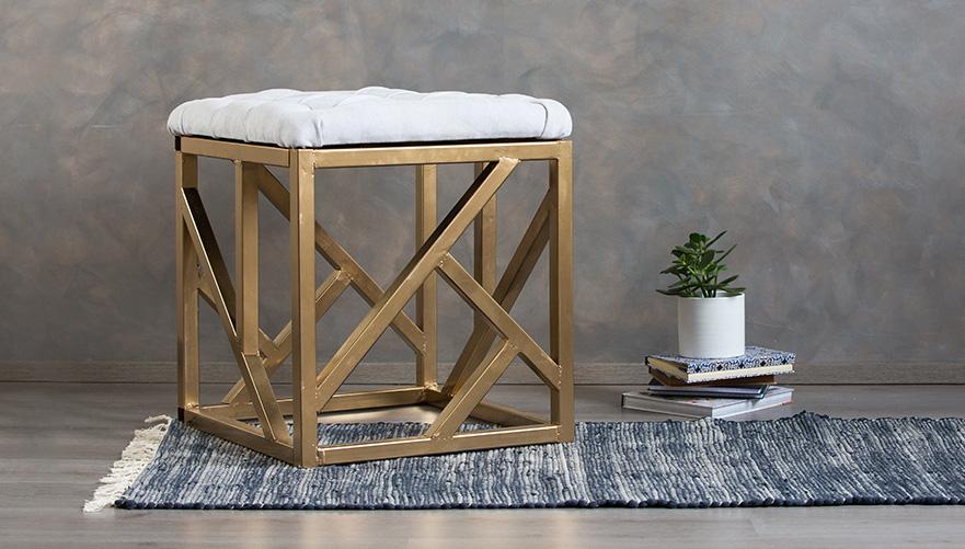 Stol iz pohištvenih cevi