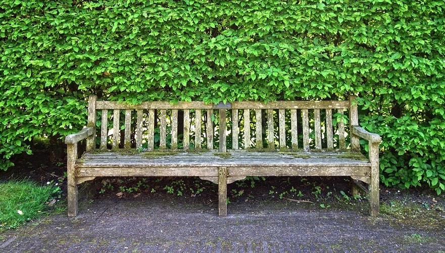 Kako obnoviti leseno vrtno pohištvo